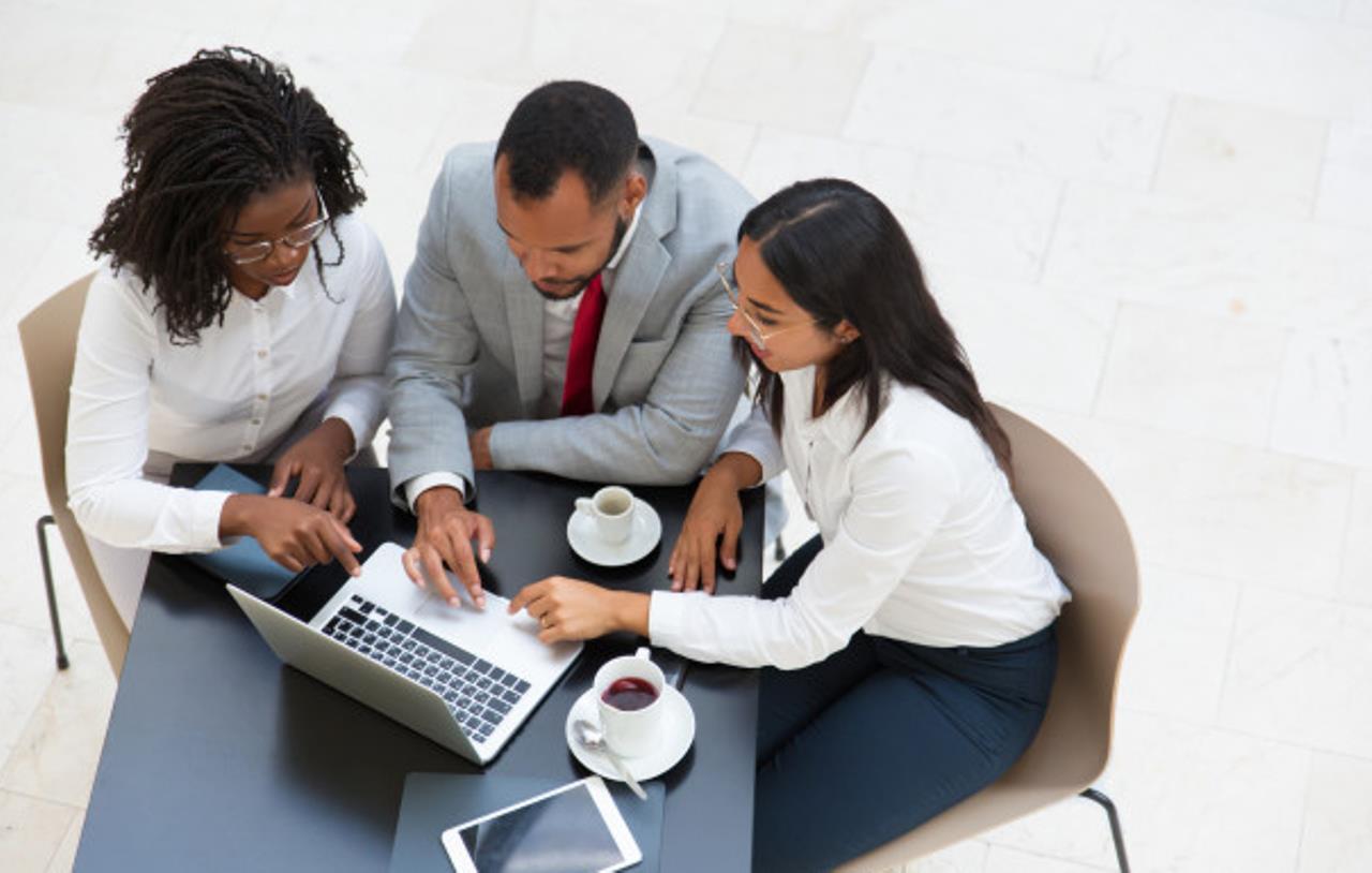 Sulit Menemukan Solusi Saat Rapat Dengan Tim Kerja? Ternyata Ini Alasannya!