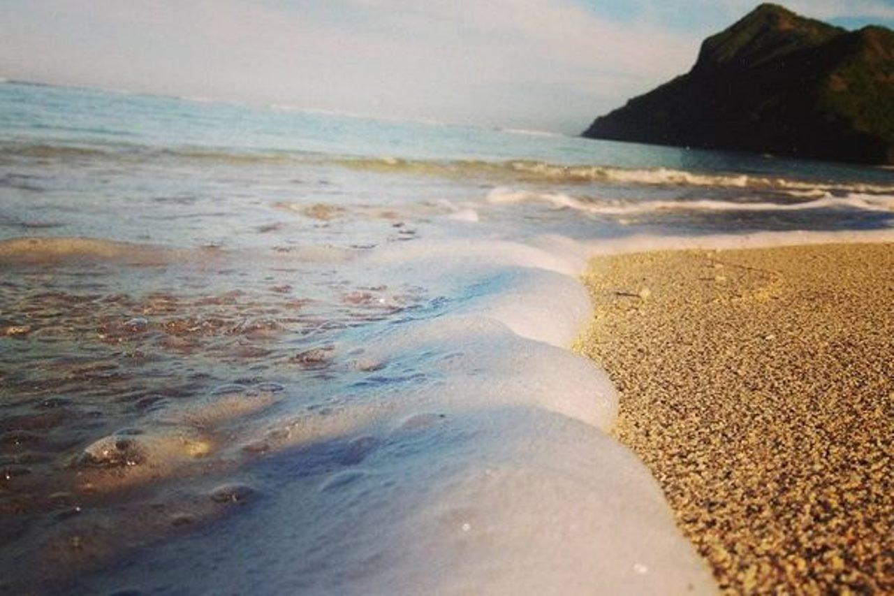 Wisata Belajar Selancar Di Pantai Maluk