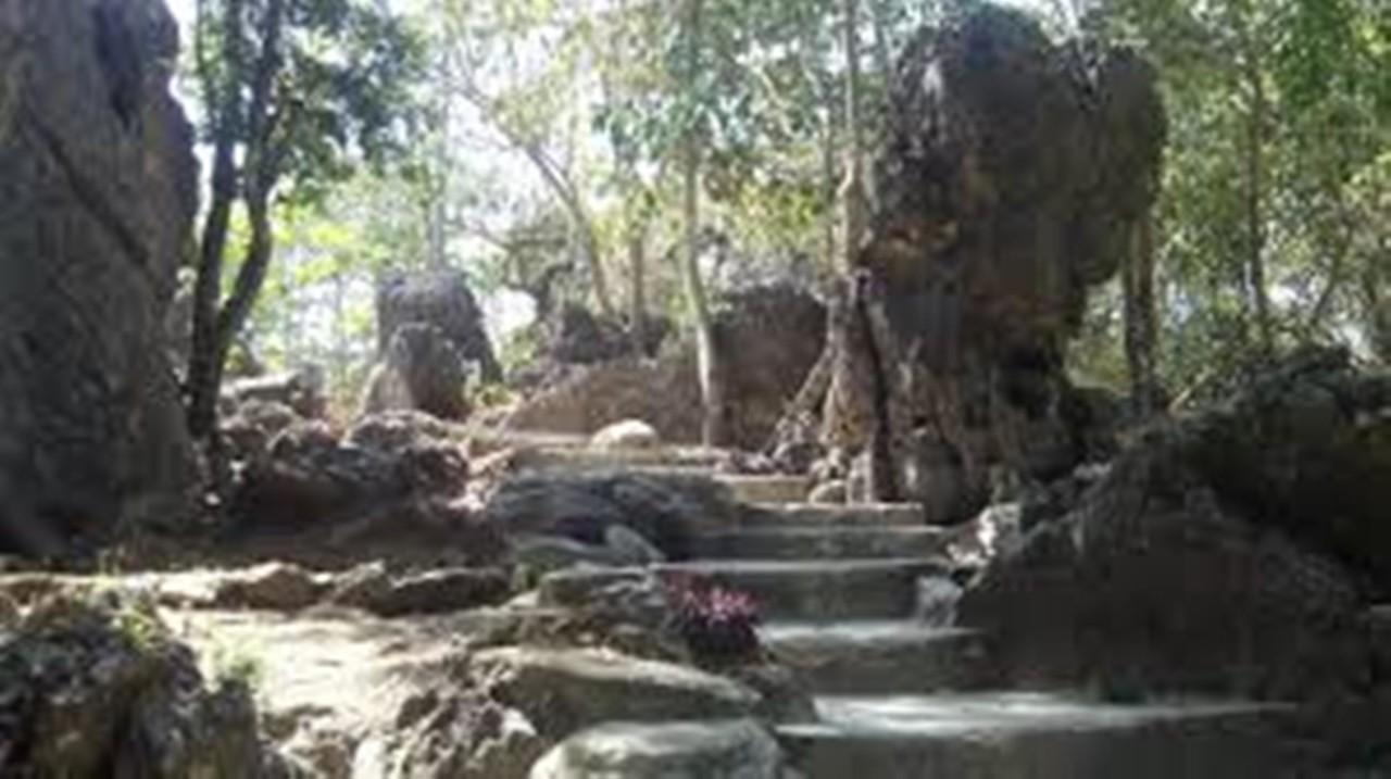 Wisata Liang Bukal Yang Misterius